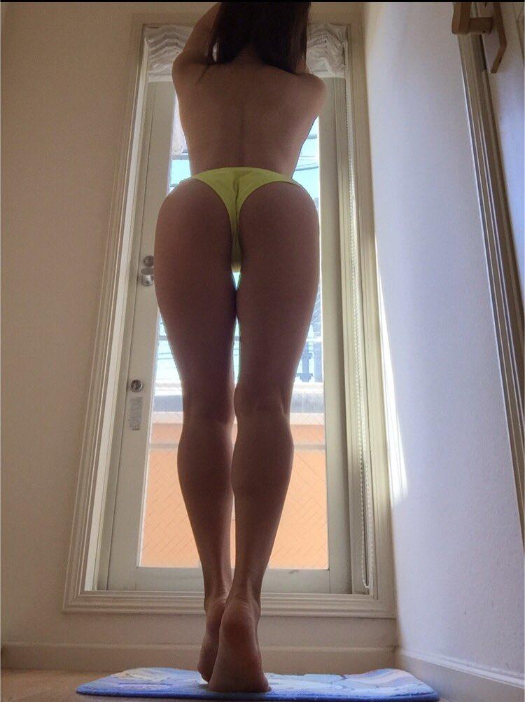 女の子のスパンキングしたくなるお尻エロ画像!!スレンダー美女の小ぶりなお尻や水着からはみ出たハミケツが好きすぎる