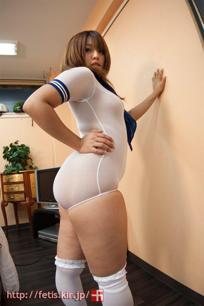 ぽっちゃりな女の子のエロ画像!!ずれた水着から見える下乳や、机の上にのった色白おっぱいがフェチ得すぎる