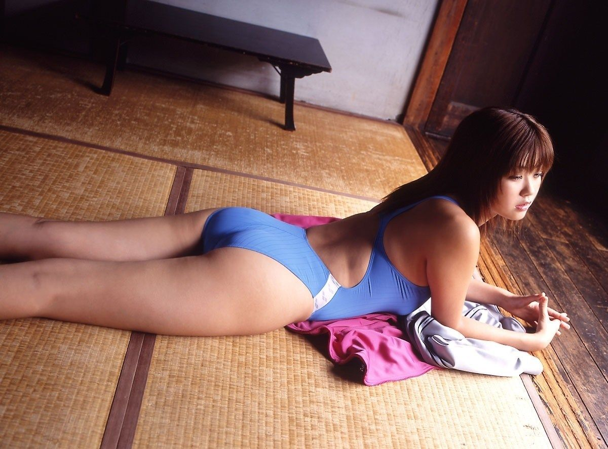 尻がエロい!!女の子のお尻画像まとめ!!水着の美少女のかわいらしいお尻や、ずらしたパンツから見えたケツの割れ目が好きすぎる