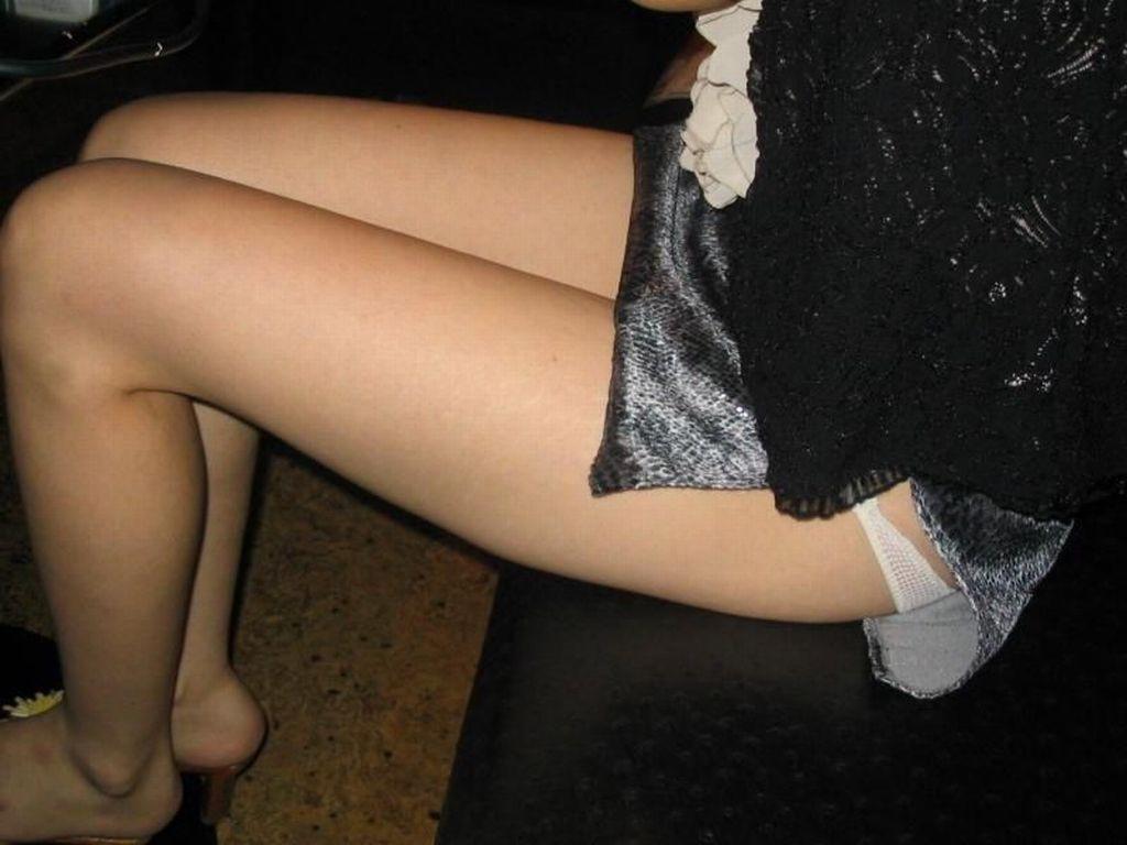 脚フェチ!!女の子の美脚画像まとめ!!OLのミニスカから見える美脚や、良い感じの肉付きの白い太ももが好きすぎる
