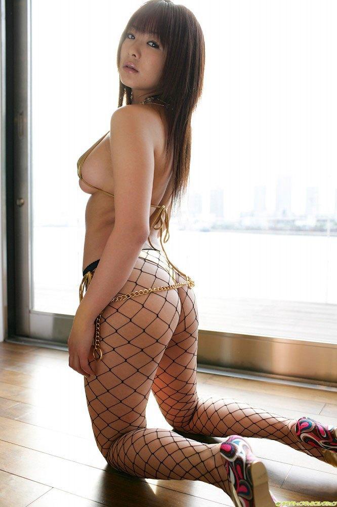 女の子の尻エロ画像まとめ!!立膝でおしりを突き出す女の子や、網タイツの美脚のおねえさんが好きすぎる