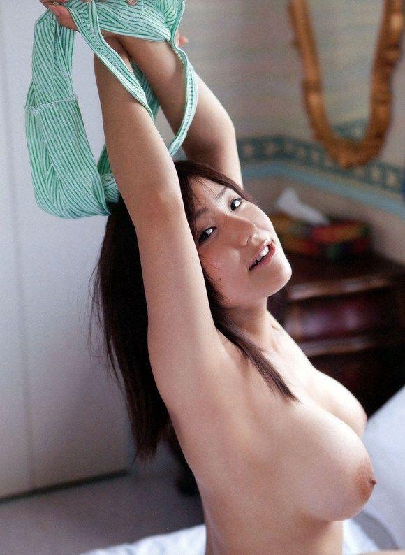 シンプルにおっぱいがエロい!!女性の乳エロ画像まとめ!!乳首がエロい巨乳の美女がめちゃくちゃエロい