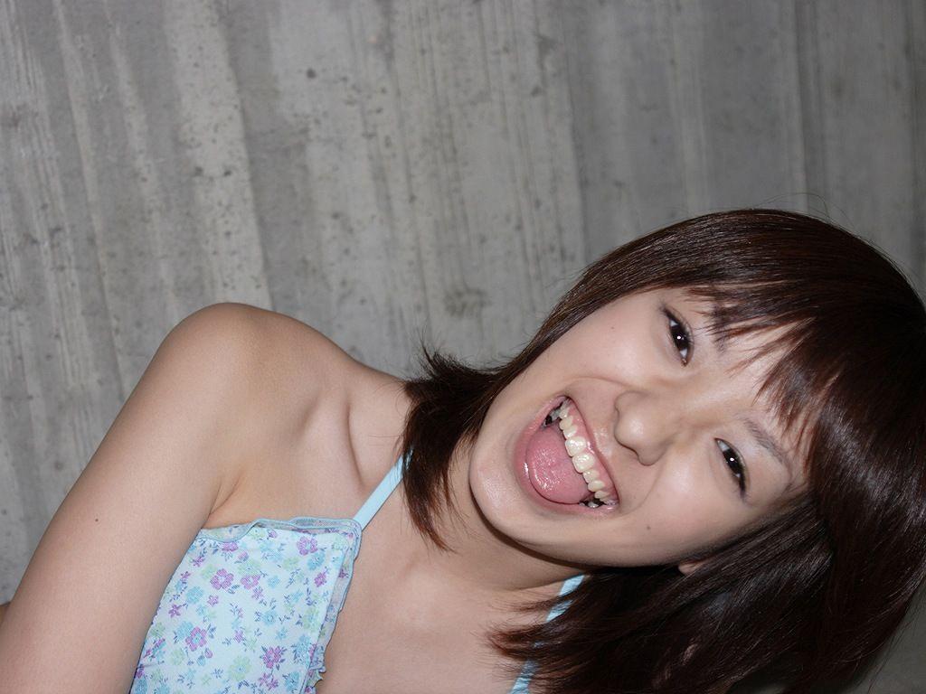 舌出しアイドルのぬけるエロ画像!!舌を出して自撮りをとる美少女や、巨乳の谷間がえろいおねえさんが最高です