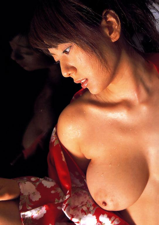 えっちなおっぱいの女の子のエロ画像!!手を縛られて乳首を責められるJKや、パイパンのニーハイの美女がたまりません