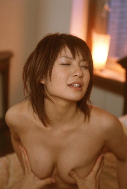セクシーな体の女の子のエロ画像!!自分でおっぱいを寄せるピンクの乳首の女の子や、対面座位で感じているお姉さんがエロすぎる
