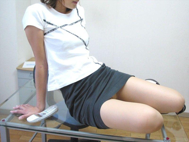 女の子のむちむち太ももエロ画像!!パンストから透けた白いパンティや、ショートパンツの太腿がそそる美脚の美少女が好きすぎる