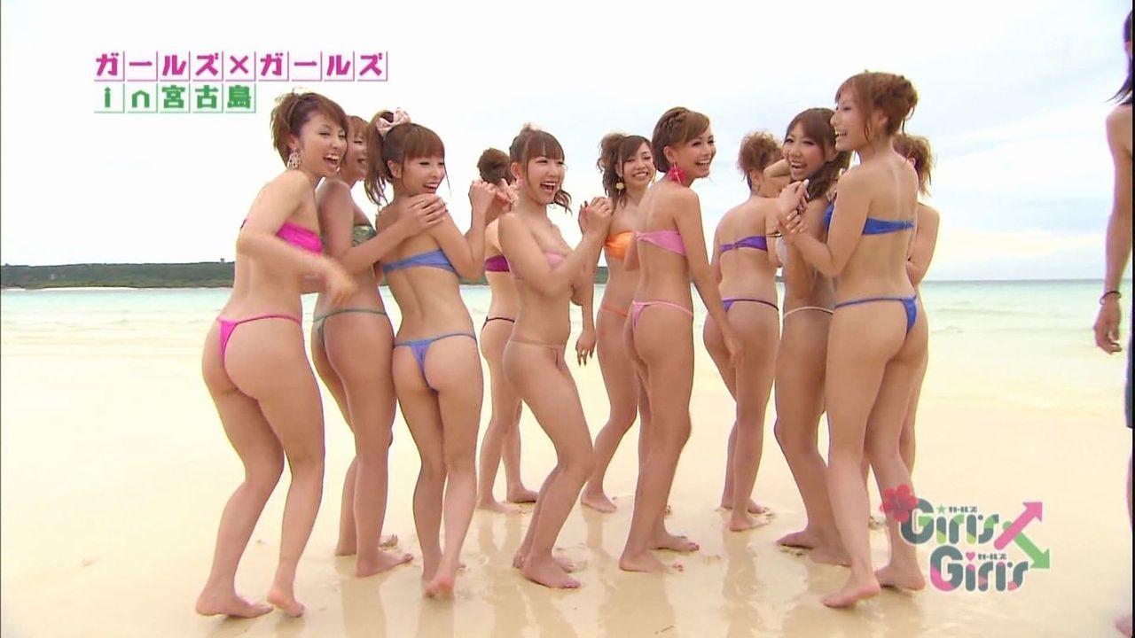 テレビでTバックのお尻丸出しの女の子のえっちな画像!!ビーチで水着Tバックのギャルたちや、美脚の美女のニーハイが好きすぎる