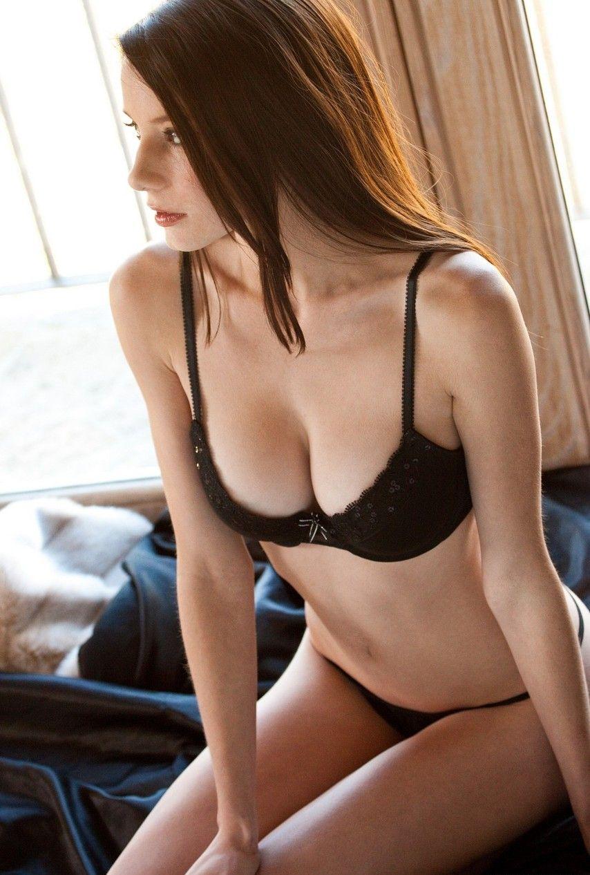 外国人の女の子のエッチな画像!!金髪美少女のピンクの乳首や、くびれがすごい女性の小さい乳首の美巨乳がめちゃくちゃエロい